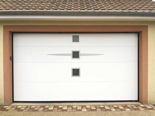 porte-sectionelle-garage-blanc-avec-hoblots-villeurbanne