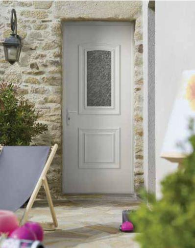 porte-entree-pvc-maison-pierre-traditionnelle